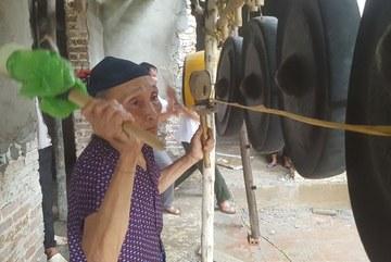 Bà nội thủ môn Tiến Dũng: Các cháu chạm vào triệu trái tim VN