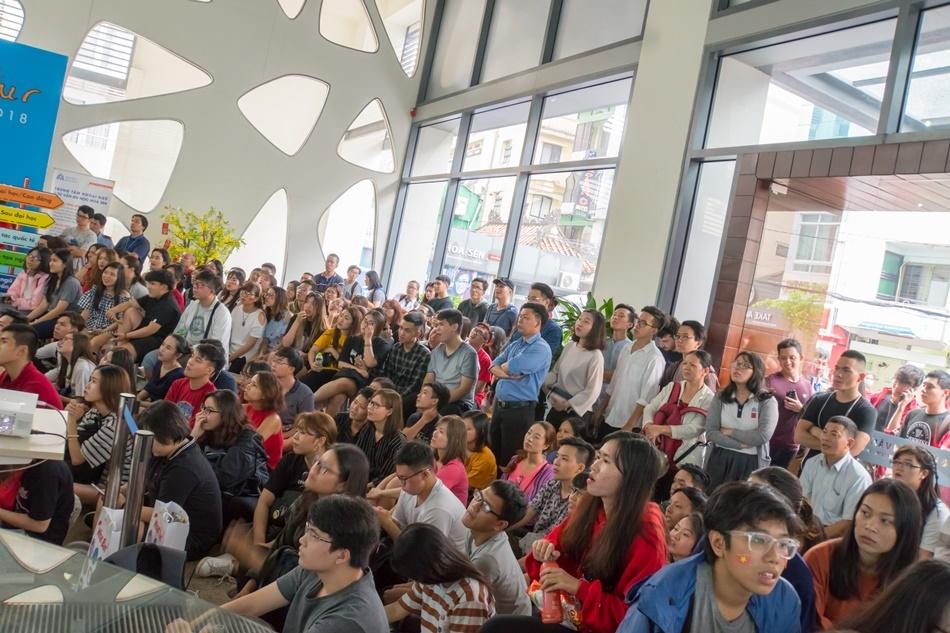 Sinh viên cả nước 'đá bán kết' cùng U23 Việt Nam