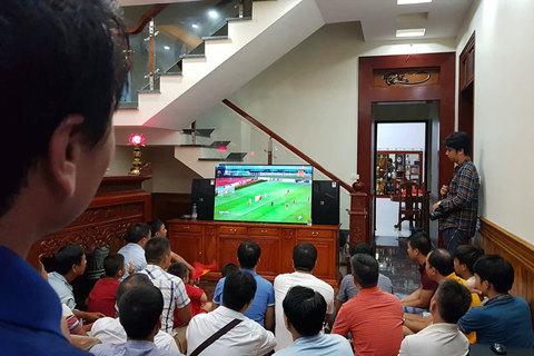 Tại nhà cầu thủ Quang Hải