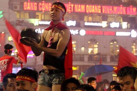 U23 Việt Nam thua trận, đội mưa 'đi bão' quên cả lối về