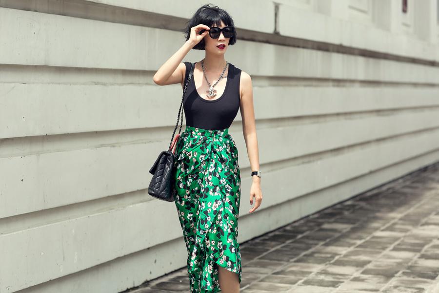 Xuân Lan sặc sỡ váy xoè hoa xuống phố