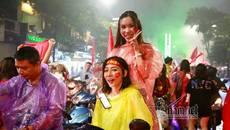 U23 Việt Nam thua, đội mưa 'đi bão' quên lối về