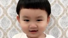 Cậu bé khóc lóc đòi cha cho đi 'bão' cổ vũ Olympic Việt Nam