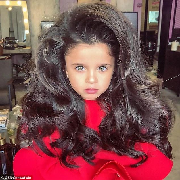Ngắm mẫu nhí sở hữu mái tóc vạn người mê