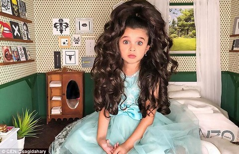 Mẫu nhí 5 tuổi có mái tóc vạn người mê