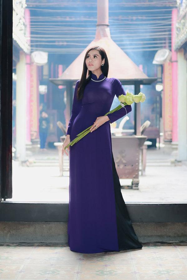 Dy Khả Hân đẹp 'nghiêng nước' trong tà áo dài Việt