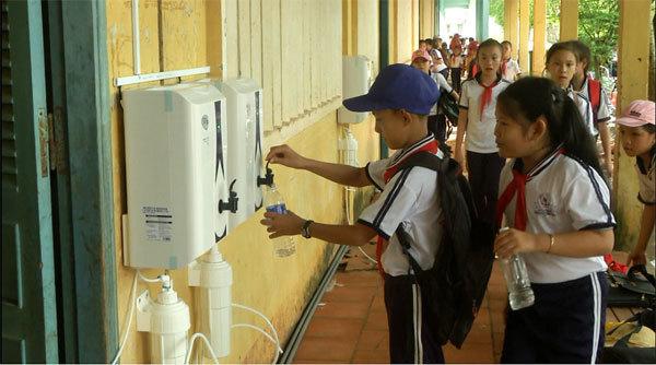 Thêm hàng chục nghìn học sinh Bến Tre có nước uống sạch