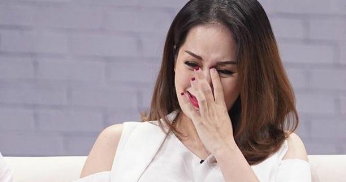 Khánh Thi khóc cả đêm vì nhớ người cha đã mất bởi ung thư