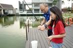 Cô bé được HLV Park Hang Seo dạy câu cá là ai?