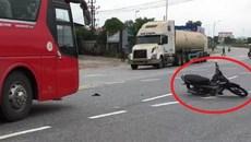 Xe máy không người lái xoay điên đảo giữa đường đầy ô tô, xe tải