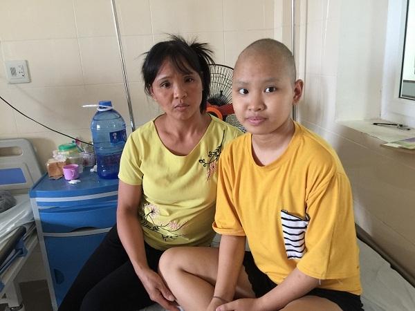 Em Phạm Thị Trang bị u não nhận được sự giúp đỡ của bạn đọc