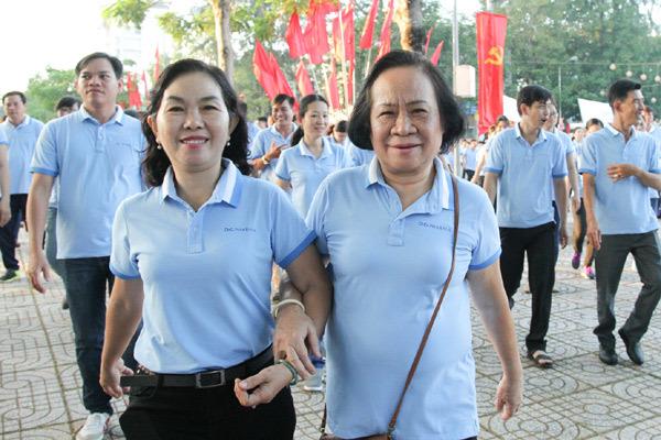 Nhân viên Dược Hậu Giang đi bộ gây quỹ bệnh nhân nghèo