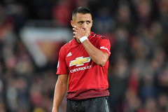 "Alexis Sanchez khiến MU rối bời, Barca ""bắt cóc"" Rabiot"