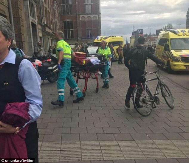 Tấn công bằng dao tại nhà ga Hà Lan