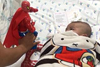 90 ngày chống chọi tử thần của bé 2 tháng bị lây bệnh từ bố
