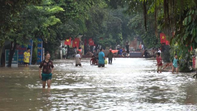 Sơn La nước lút mái nhà, vớt thi thể ở xã Chim Vàng