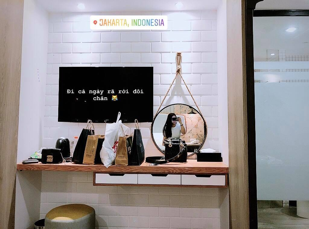 'Cô chủ khách sạn' bay sang Indonesia cổ vũ trung vệ Bùi Tiến Dũng thi đấu