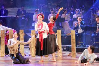 NSND Thu Hiền 'tiếp lửa' giúp Phạm Phương Thảo đoạt huy chương vàng