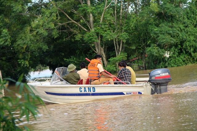 Lũ chạm nóc nhà cuốn 3 người mất tích ở Thanh Hóa