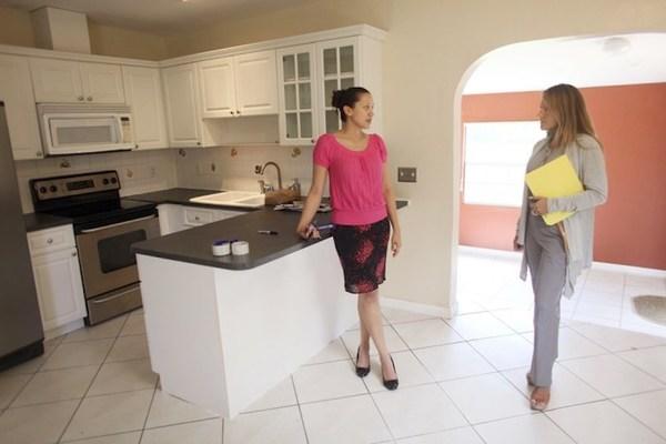 Phụ nữ độc thân tự mua nhà chỉ có... ế?