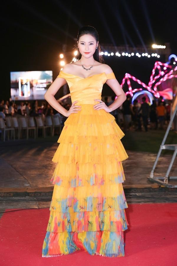 Đỗ Mỹ Linh, Kỳ Duyên nổi bật rực rỡ trong đêm tiệc thời trang