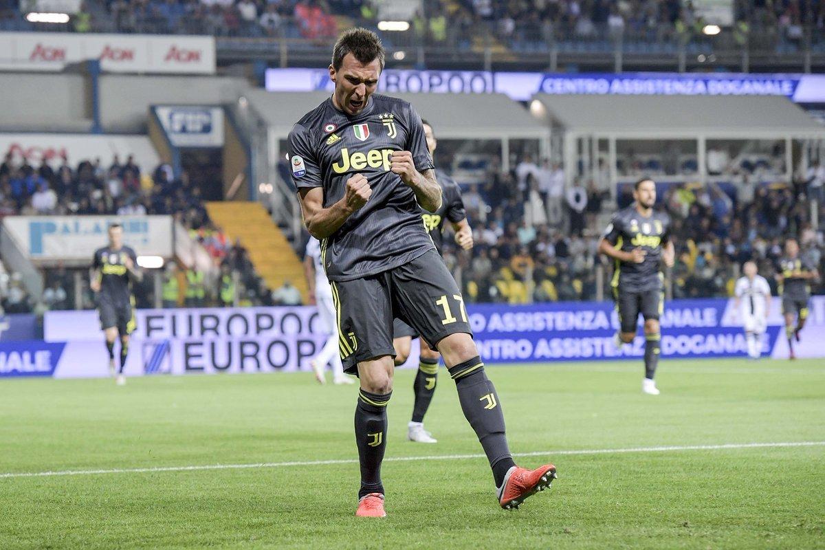Ronaldo tịt ngòi, Juventus chật vật thắng Parma