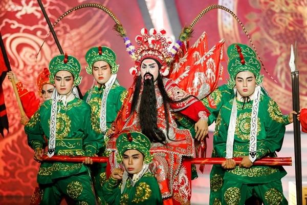 Đóng giả Thành Lộc, Duy Khánh trở thành Quán quân Gương mặt thân quen