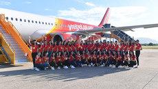 Thí sinh Hoa hậu rực sắc áo cờ sao trên tàu bay Vietjet