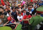 Cầu thủ U23 Việt Nam về khác lối, cổ động viên hụt hẫng ra về