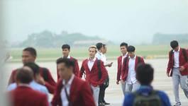 Dàn U23 đẹp trai từ máy bay bước xuống thảm đỏ