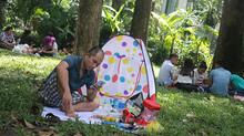 Người dân mắc võng, dựng lều la liệt trong Thảo Cầm Viên