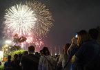Pháo hoa rực sáng trên bầu trời Sài Gòn mừng Quốc Khánh