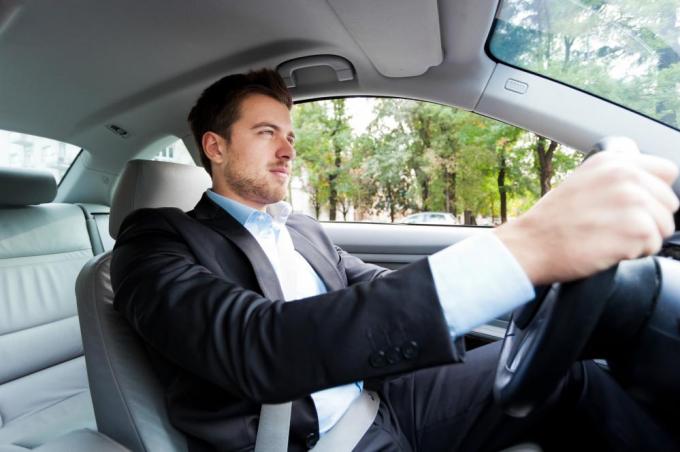 Kinh nghiệm lái thử xe ôtô hữu ích dành cho người chuẩn bị mua xe