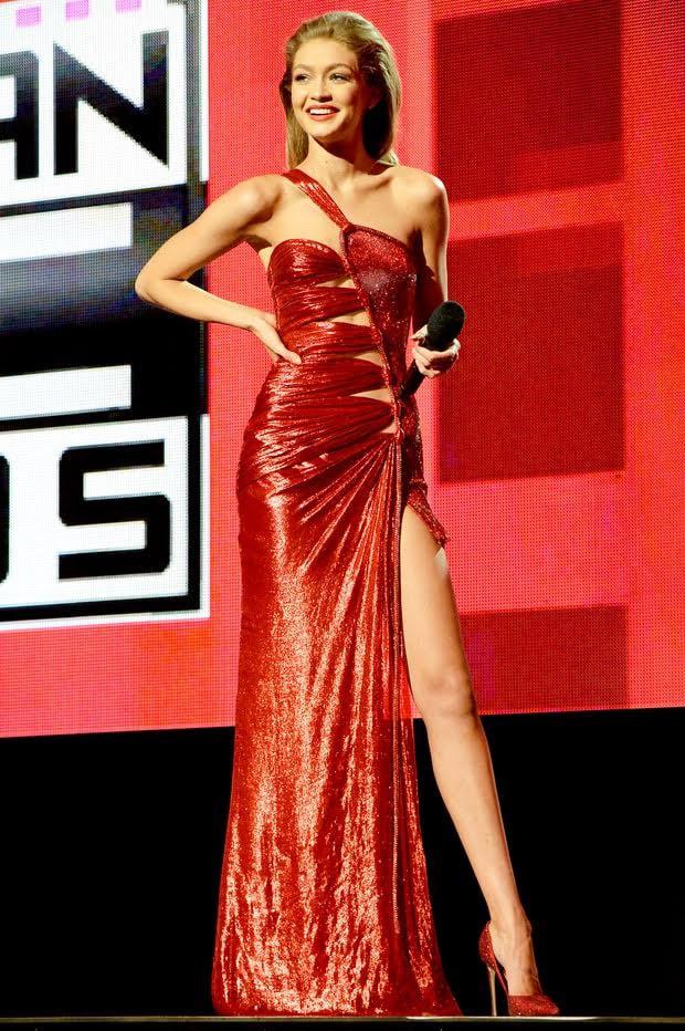 Bảo Anh diện váy nhái Versace từng được Gigi Hadid mặc cách đây 2 năm?