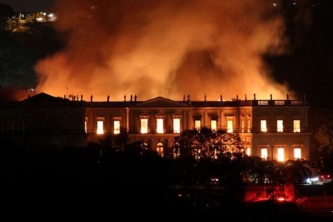 Bảo tàng 200 năm tuổi tại Brazil chìm trong biển lửa