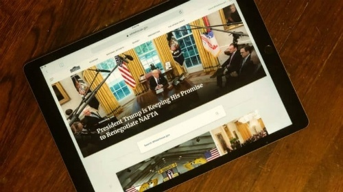 """Tổng thống Trump gọi iPad là """"thứ phẳng lì"""""""