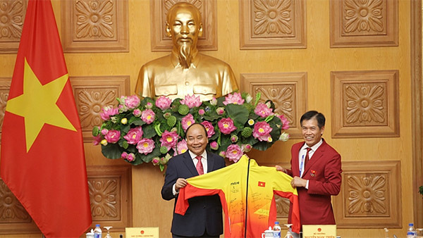 'Cầu thủ trên thế giới đều có lúc đá ra ngoài, không phải mình Quang Hải'