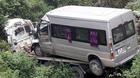 Xe tải 'cõng' xe khách lao xuống vực sâu, 2 người chết