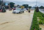 Chìm trong biển nước, QL 51 về Sài Gòn tắc kéo dài hơn 10 km