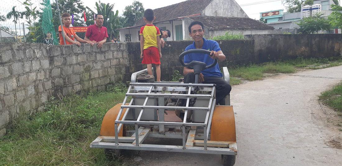 Ngắm chiếc xe 'ô tô mui trần' do 1 nông dân Nam Định chế tạo