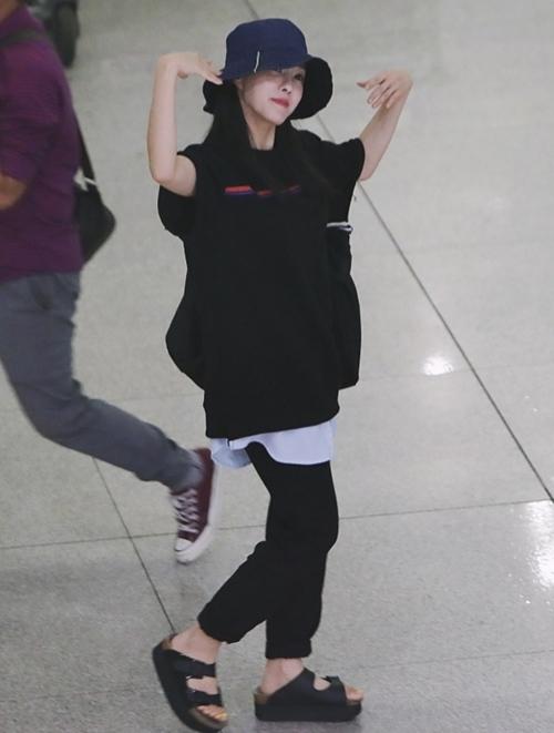 Fan Việt hò hét, gọi tên Hyomin (T-ara) tại sân bay lúc nửa đêm