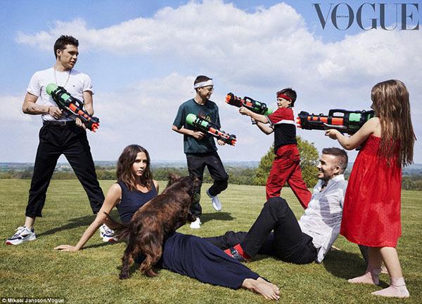 Gia đình Beckham xuất hiện hạnh phúc trên bìa Vogue sau tin đồn rạn nứt