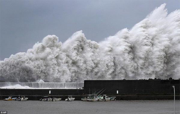 Xem siêu bão Jebi tấn công, vùi dập Nhật Bản