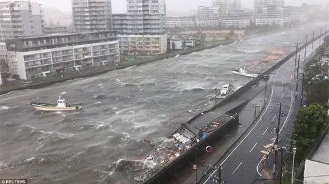 Siêu bão Jebi tấn công Nhật