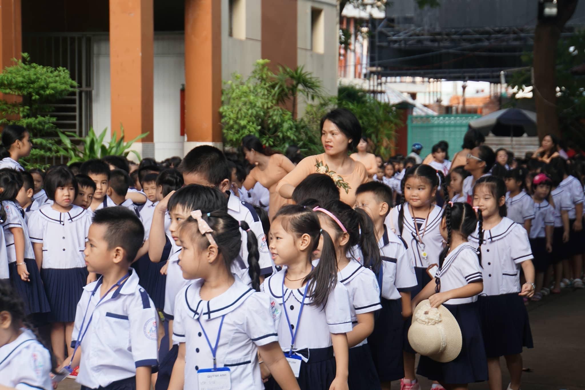 Chủ tịch nước dự lễ khai giảng ở Trường THPT Chu Văn An
