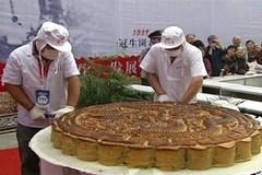 Bánh trung thu khổng lồ đường kính 1 mét