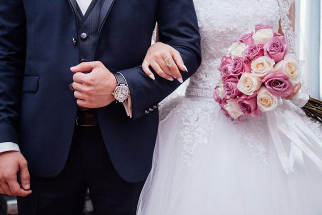Học tổ chức đám cưới, cô gái trẻ bị lừa cưới thật