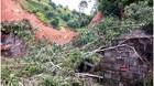 Núi đổ ập xuống nhà dân, Bí thư huyện bảo tại mưa lớn