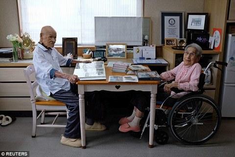 Bí quyết giữ gìn hôn nhân suốt 80 năm của cặp vợ chồng già nhất thế giới