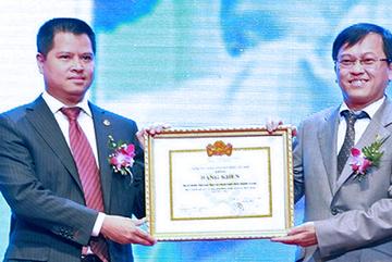 Bốn sếp lớn VPBank chia nhau 'món hời' gần 900 tỷ